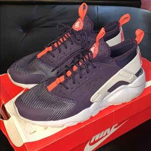 Nike women's hurrache run size 7y